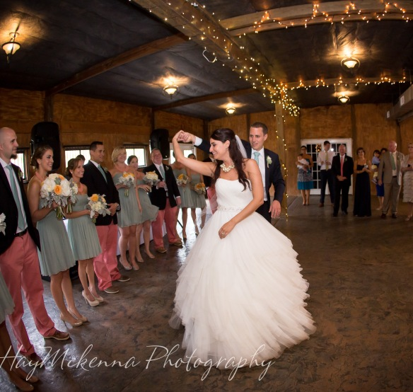 ashley and tom�s wedding day at bluemont vineyards